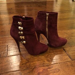 Vince Camuto Jardine Suede Booties in Ruby 8M